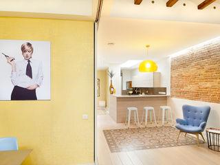 Markham Stagers 現代廚房設計點子、靈感&圖片 Amber/Gold