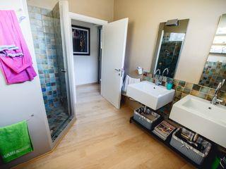 NATURAL LIGHT IN TOWN Studio Prospettiva Casas de banho modernas