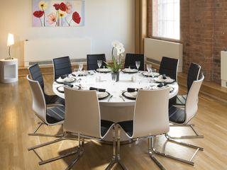 Huge Corian Topped Round White Dining Table Quatropi ltd 餐廳桌子