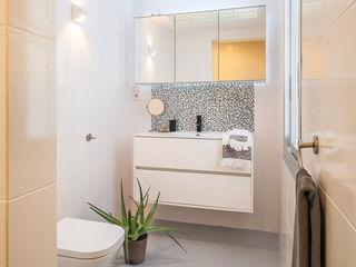 Markham Stagers Ванная комната в стиле минимализм Белый