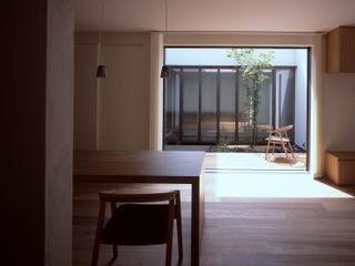 新宮苑の家 House In shinguen 飯塚建築工房 オリジナルデザインの リビング