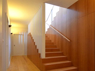 Germano de Castro Pinheiro, Lda Pasillos, vestíbulos y escaleras de estilo rústico Madera