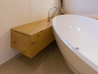 dieMeisterTischler 現代浴室設計點子、靈感&圖片