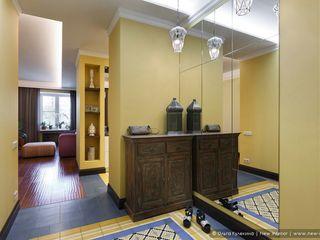 Ольга Кулекина - New Interior Colonial style corridor, hallway& stairs Yellow