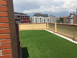 cesped artificial aticos Allgrass Solutions Balcones y terrazas modernos