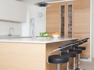 minimalist cream and white oak Chalkhouse Interiors Minimalistyczna kuchnia