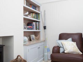 driftwood alcove units Chalkhouse Interiors Klasyczny salon