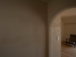 宇佐美建築設計室 Paredes y pisos de estilo clásico