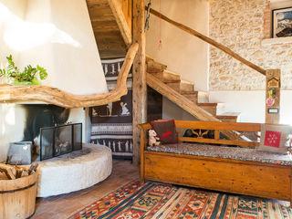 RI-NOVO Rustic style living room