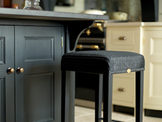 Felsted   Bespoke Navy and Off-White Classic Contemporary Kitchen Humphrey Munson Klassieke keukens