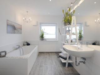 Danhaus GmbH Modern style bathrooms