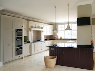 Brewer's House   Stunning Light and Airy Kitchen Humphrey Munson Klassieke keukens
