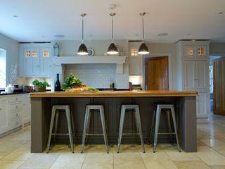 Chadwick House   Grey Painted Contemporary Country Kitchen Humphrey Munson Landelijke keukens