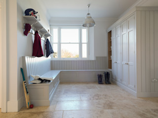Ashurst House   Classic Contemporary Grey Painted Boot Room Humphrey Munson Klassieke keukens