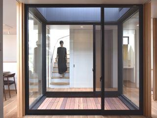 LIGHT COURT HOUSE FURUKAWA DESIGN OFFICE Couloir, entrée, escaliers modernes
