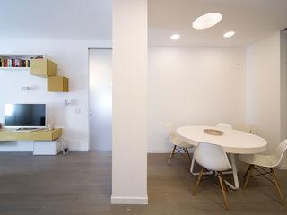 Radiant White ristrutturami Soggiorno minimalista