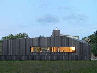 De Zwarte Hond Country style house