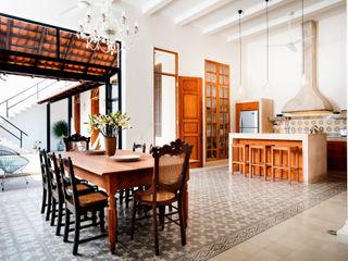 Taller Estilo Arquitectura Столовая комната в эклектичном стиле