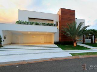 Studio Gilson Barbosa Casas de estilo moderno