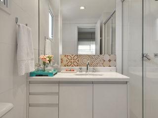 CR Arquitetura&paisagismo Modern bathroom