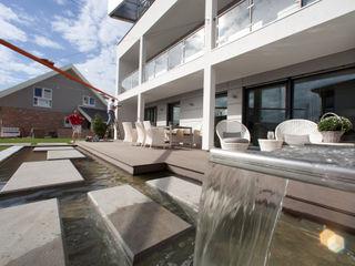ELK Effizienzhaus 220 ELK Fertighaus GmbH Moderner Balkon, Veranda & Terrasse