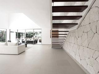 Enrique Cabrera Arquitecto Modern Corridor, Hallway and Staircase