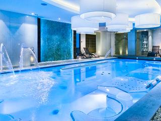 Hotel Ambasciatori Studio Matteoni Piscinas de estilo moderno