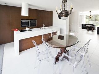 KLUJ ARCHITEKCI Modern dining room