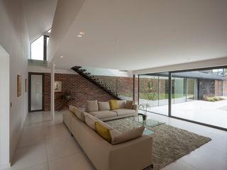 Private House, Cardiff LOYN+CO ARCHITECTS Salas de estilo moderno