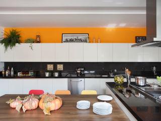 BC Arquitetos Modern kitchen
