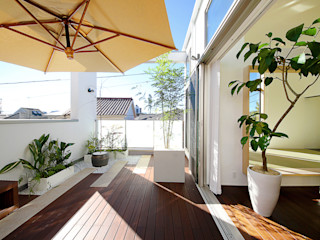TERAJIMA ARCHITECTS/テラジマアーキテクツ Балкон и терраса в стиле модерн