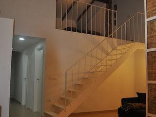 Vivienda en Burjassot 3 M ARQUITECTURA Pasillos, vestíbulos y escaleras de estilo clásico