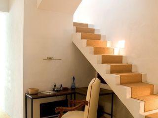 Taller Estilo Arquitectura Коридор, прихожая и лестница в эклектичном стиле
