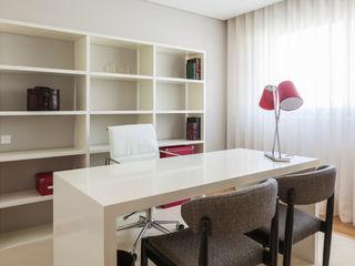 Filipa Cunha Interiores Study/officeCupboards & shelving White