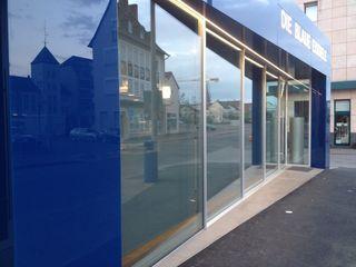 Eisdiele mit neuer Fassade Metallbau Beilmann GmbH Minimalistische Ladenflächen