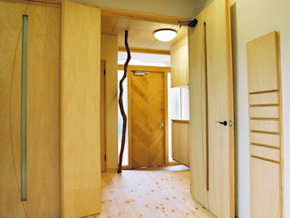 小栗建築設計室 Eclectic corridor, hallway & stairs