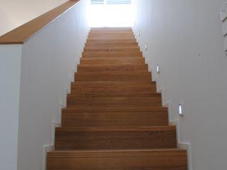Gritzmann Architekten Minimalist corridor, hallway & stairs