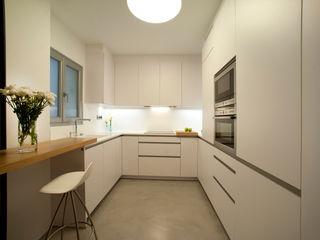 MADG Architect Modern kitchen White