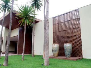 RABAIOLI I FREITAS Tropical style houses Wood Wood effect