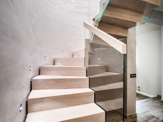 BRODA schody-dywanowe Corridor, hallway & stairsStairs Wood White