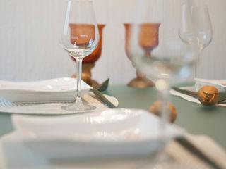 Tischdekoration raumessenz homestaging EsszimmerGeschirr und Gläser