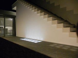 Villa privata tra il mare e la campagna GHINELLI ARCHITETTURA Case moderne Marmo Bianco