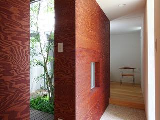 秦野の家 萩原健治建築研究所 ミニマルスタイルの 玄関&廊下&階段