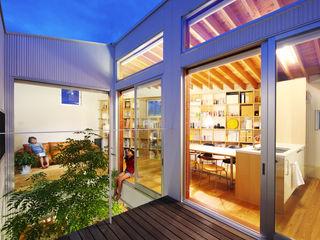 萩原健治建築研究所 Minimalist balcony, veranda & terrace