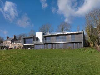 UPSIDE DOWN HOUSE LOYN+CO ARCHITECTS