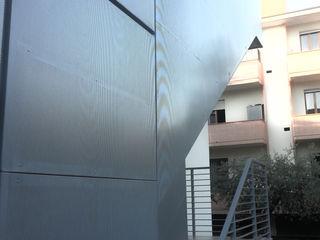 Restyling esterni villetta GHINELLI ARCHITETTURA Case moderne Alluminio / Zinco Grigio