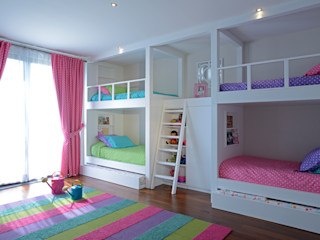 homify Modern nursery/kids room Wood White