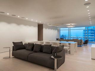 TENTER Arquitectura y Diseño Modern Media Room Wood White
