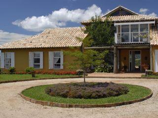 Carmen Saraiva Arquitetura Tropical style houses