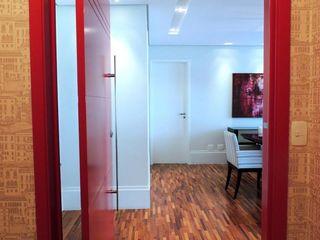 Adriana Pierantoni Arquitetura & Design Pasillos, vestíbulos y escaleras de estilo moderno